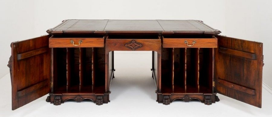 Why Antique Desks Are Your Best Work Companion