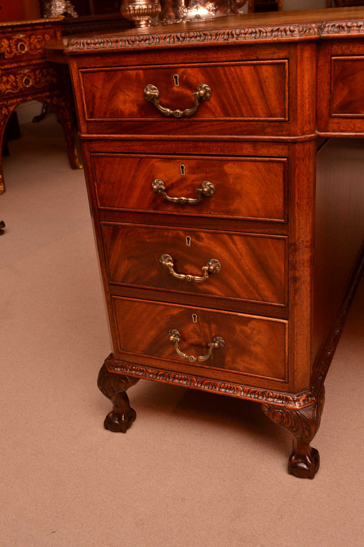 Regent antiques desks and writing tables vintage queen for Stile queen anne