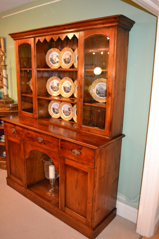 Regent antiques cabinets antique english pine dresser for Antique pine kitchen cabinets