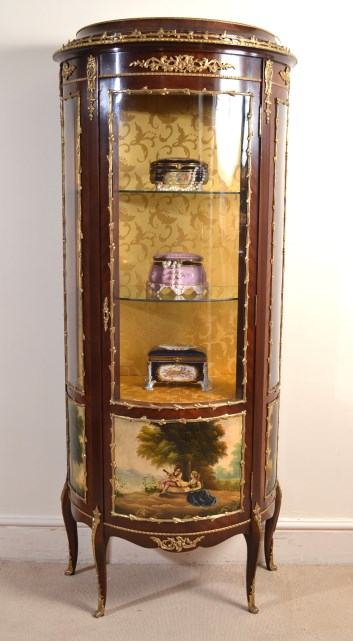 vintage french louis xv style bow front vitrine ref no 04889. Black Bedroom Furniture Sets. Home Design Ideas