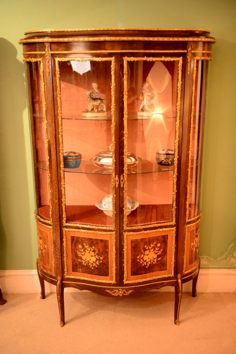 vintage french marquetry serpentine vitrine ref. Black Bedroom Furniture Sets. Home Design Ideas