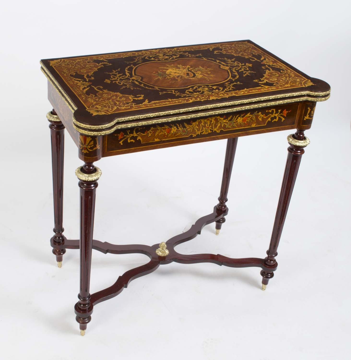 Louis xv style rosewood marquetry card games table for Chambre style louis xv