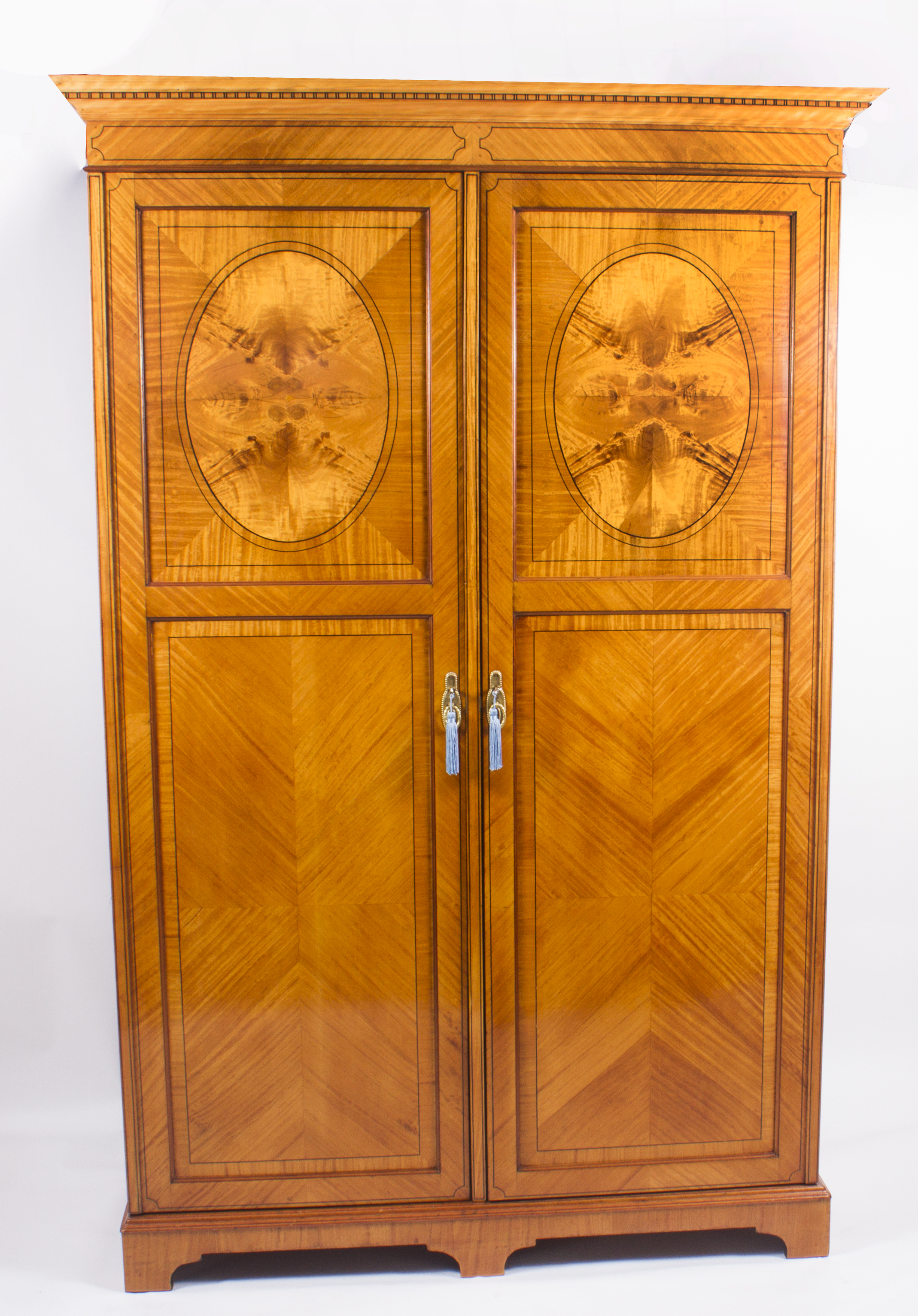 Edwardian/victorian Wardrobe Beautiful In Colour Antique Furniture