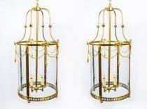 07082a-Pair-of-Sheraton-style-solid-brass-circular-lanterns