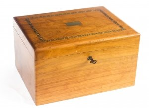 Vintage Walnut Cigar Humidor 20th Century