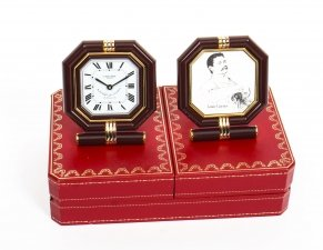 Les Must de Cartier Paris Cased Maroon & Gilt Desk Clock & Photo Frame