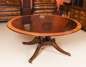 Vintage 5 ft 6& 34 Round Mahogany Table by Millwood Cabinet Makers 20th Century
