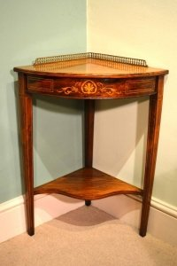 Exceptionnel Antique Edwardian Rosewood Corner Occasional Table