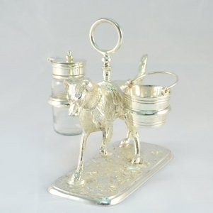 Beautiful Silver Plated Labrador Salt &amp Pepper Set