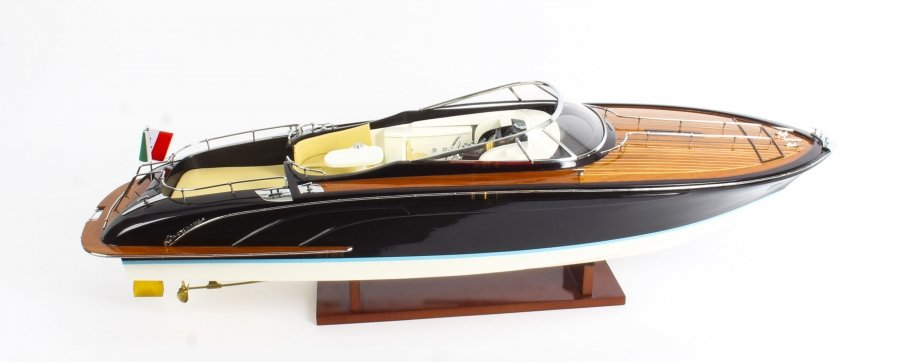 Vintage  Riva Aquarama Speedboat Model with Cream Interior 20th Century | Ref. no. 09533gWI | Regent Antiques