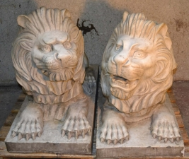 Stunning Pair of Gorgeous Vintage Marble Lions